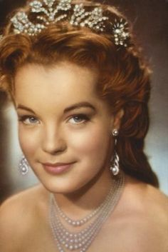 Romy Schneider – was an Austrian-born film actress. She played the central character of Empress Elisabeth of Austria in the Austrian Sissi trilogy. Princesa Sissi, Classic Hollywood, Old Hollywood, Sissi Film, Empress Sissi, Actrices Hollywood, French Actress, Classic Beauty, Movie Stars