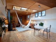 this Amsterdam houseboat rental w/ indoor hammock :o Houseboat Rentals, Houseboat Living, Barge Interior, Boat Interior, Interior Design, Houseboat Amsterdam, Amsterdam Apartment, Indoor Hammock, Hammocks