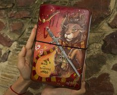 Gryffindor Crest Art Harry Potter Gift Journal Travelers Notebook Hand Painted Leather Size - Sanati Factory Buy Now With Discount! Harry Potter Groups, Harry Potter Gifts, Harry Potter Fandom, Leather Sketchbook, Leather Journal, Custom Journals, Personalized Journals, Handmade Journals, Painted Books