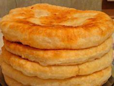 С этим рецептом забудешь, что такое хлеб! Пушистые лепешки на кефире: вкусно и быстро. Такими пышными лепешками частенько баловала меня бабушка, пекла их каждую неделю. Как же сложно было дождаться, пока они хоть немного остынут… Сейчас я готовлю такие лепешки для своих родных, чему они несказанно р