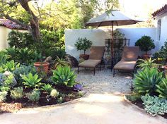 A comfortable—and permeable—gravel patio designed by Margi Grace. Photo: Marilee Kuhlmann