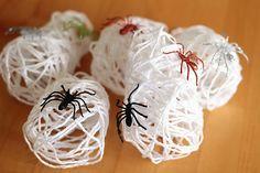 Hello people!   Vai fazer uma festa de Halloween para as crianças?  Separei 7 tutoriais bem legais!   1- Teia de aranha  - Mistura de cola e...