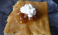 Kesän paras pannukakku maustetaan raparperilla. Vastustamaton herkku on parhaimmillaan raparperihillon ja vaniljavaahdon kanssa. Recipies, Baking, Ethnic Recipes, Desserts, Food, Recipes, Bread Making, Tailgate Desserts, Deserts