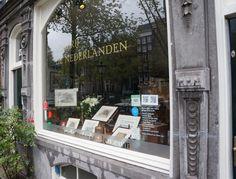 """@denederlanden (Singel 279): """"Rederij de Nederlanden - Boot Huren Amsterdam"""" doet ook mee met de #grachtencode. Ons letterzegel vind je in de etalage op Singel 279"""""""
