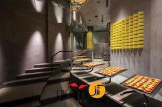 Designed by architect Joe Chikamori from the minimalist BAKE Cheese Tart's shop in Ho Chi Minh City, Vietnam looks like an art gallery where the works on display are their scrumptious Japanese style cheese tarts. Bake Cheese Tart, Cheese Tarts, Baked Cheese, Shop Interior Design, Retail Design, Store Design, Japanese Cheese Tart, Japanese Bakery, Japanese Food
