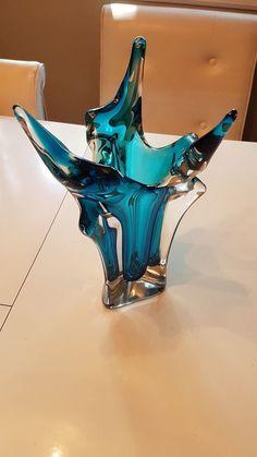 Shard Glass art - Crushed Glass art Ideas - Stained Glass art Videos For Kids - Stained Glass art Window Blown Glass Art, Sea Glass Art, Stained Glass Art, Estilo Pin Up, Shattered Glass, Broken Glass, Antique Glass, Glass Design, Murano Glass
