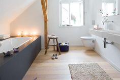 Modernes Bad unterm Dach 1