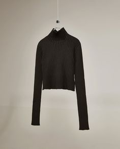 Image 5 of STUDIO BACKLESS RIBBED SWEATER WITH A SIDE TIE from Zara