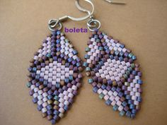 Arracades Brick Stitch Earrings, Seed Bead Earrings, Beaded Earrings, Triangle Earrings, Jewelry Patterns, Beading Patterns, Free Beading Tutorials, Earring Tutorial, Necklaces