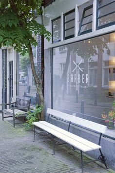 Architect Ard Hoksbergen designed an interior for Barber, a shaving salon for real men. It is located in downtown core of the capital city of the Netherlands. We love this interior because of the plywood, copper and raw details. Unfortunatly only dogs and men are allowed..
