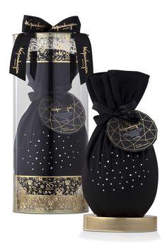 O Ovo Collection - embalado em um saquinho de veludo preto cravejado com cristais Swarovski, Valor: R$299 (1000g