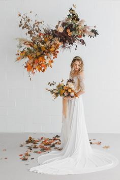 Foam Free Hanging Flower Installation- Foam free floral design is a sustainable wedding trend that's reducing the floral industry's carbon footprint while pushing creativity and beautiful flowers. See foam free wedding flowers on GWS! Autumn Wedding, Boho Wedding, Floral Wedding, Wedding Ceremony, Wedding Flowers, Green Wedding, Wildflowers Wedding, Wedding Flower Design, Backdrop Wedding