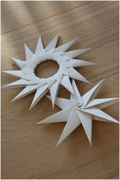 Paper craft - Create origam stars made entirely by folding paper.