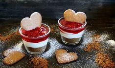 Alltså, detta måste ni bara prova! Tänk er en fluffig vanilj- & mascarponemousse med julsmakande hallon av glöggen och krispigt pepparkakssmul. Ja, alltså kombinationen är magisk. Ni får...