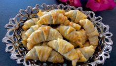 Kruche rogaliki z ciasta serowego Sweet Little Things, Spanakopita, Apple Pie, Shrimp, Cabbage, Snack Recipes, Food And Drink, Chips, Lunch