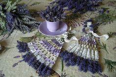 SERIÁL Dekorujeme z levandule I: Levanduľový vejár Lavender Wands, Lavender Decor, Lavender Crafts, Lavender Wreath, Lavender Garden, Lavender Sachets, Easy Crafts, Diy And Crafts, Arts And Crafts