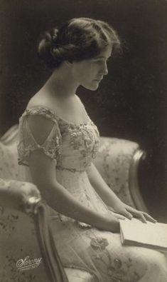 An Edwardian Lady. Circa 1900. Beautiful!!!