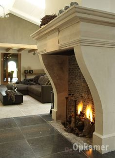 "mooie antieke grote openhaard ""de opkamer"" Wood Burner Fireplace, Fireplace Garden, Farmhouse Fireplace, Open Fireplace, Fireplace Design, Fireplace Mantels, Family Room Fireplace, Metal Homes, Luxury Living"