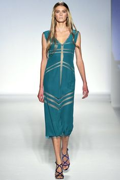 See the complete Alberta Ferretti Spring 2012 Ready-to-Wear collection.