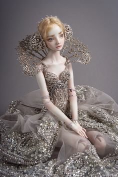 Gorgeous Cinderella doll.     Considering the price of one of these dolls (at €18,000), I do not think this is any cheaper.    Still very beautiful.