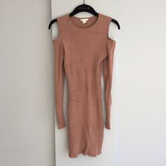 Marketplace for new and preloved fashion Save The Planet, Selling Online, Extra Money, Second Hand Clothes, Cold Shoulder Dress, Platform, Unique, Stuff To Buy, Shopping