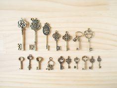 Vintage Charm Antique key MIX set/ ビンテージチャーム、鍵