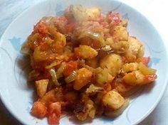 Kytičkový den - Maďarské brambory. Brambory uvaříme doměkka. Na pánvi opečeme brambory dozlatova s cibulí,česnekem,paprikou a rajčaty, osolit,opepřit, přidat trochu chilli