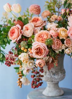 Why Were Obsessing Over This Floral Designer Photography: Rebecca Yale Photography rebeccayalephotog Read More The post Why Were Obsessing Over This Floral Designer appeared first on Diy Flowers. Beautiful Flower Arrangements, Silk Flowers, Floral Arrangements, Beautiful Flowers, Rose Wedding Arrangements, Purple Flowers, Orchid Flowers, Real Flowers, Pink Roses