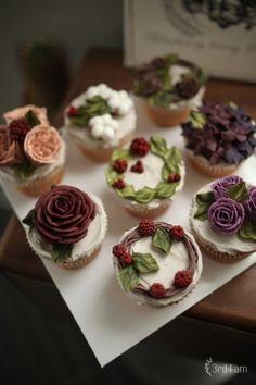 3rd I am flower cupcakes 보라빛의 고혹적인 컬러들로 주문 주신 컵케이크들.생신때는 보통 케이크를 주...