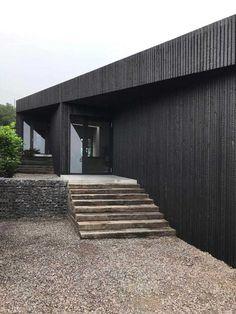 Zwarthout - Shou Sugi Ban - Residential home Woolacombe Bay Black Cladding, Timber Cladding, Exterior Cladding, Cladding Ideas, Architecture Details, Modern Architecture, House Cladding, Wood Facade, Timber House