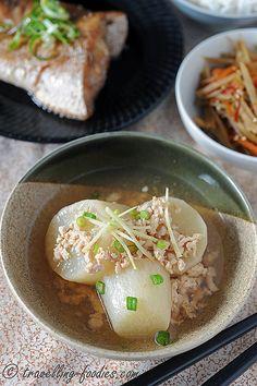 大根のそぼろに Daikon no Soboroni, like 肉じゃが Nikujaga , is another signature dish in Japanese home-styled cooking.