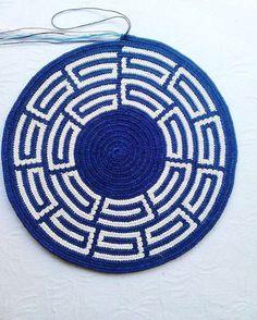 Bu da tabanımın sabit duran hali #wayuutaban#wayuubag#tapestrycrochet#plysplitbraiding#izmir#cityofizmir#wayuuörüyoruz#wayuufashion Crochet Home, Knit Crochet, Tapestry Crochet Patterns, Diy Clutch, Tapestry Bag, Yarn Bombing, Crochet Chart, Knitted Bags, Bead Weaving