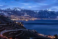 Vevey (Suisse) J'ai pris cette photo après un workshop. Tu peux voir le Vevey au loin, ainsi que le Lac Léman. On peut aussi apercevoir la tour d'Ai et la tour du Mayen, c'est fameuse montagnes en forme de dents sur la droite de la photo. Lors de mes workshops, je ne prends pas souvent des photos parce que je m'occupe intégralement des personnes qui y assistent. Vevey, Loin, Ainsi, Nature, Travel, Lake Geneva, Mountains, Teeth, Switzerland