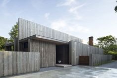 Completed in 2014 in Amagansett, United StatesToo often, architecture fixates on the visual sense, with little regard for the other faculties of perception. The location of this house, in the...