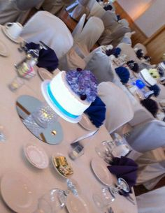 Individual wedding cakes as centerpieces