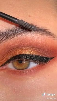 simple eyeshadow look Makeup Eye Looks, Eye Makeup Steps, Skin Makeup, Makeup Art, Makeup Eyeshadow, Eyeshadow Makeup Tutorial, Simple Eyeshadow Tutorial, Glow Makeup, Eyeliner Tutorial
