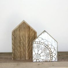 Oh would you look at the sweetness set for a mantlepiece or bookshelf.. To find, just search 'little wooden houses' via dtll.com.au, or shop now via the shopable link in our bio.