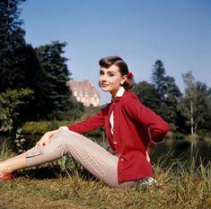 pretty audrey .. Audrey Hepburn Outfit, Audrey Hepburn Givenchy, Audrey Hepburn Born, Audrey Hepburn Photos, Katharine Hepburn, Audrey Hepburn Fashion, Image Fashion, Look Fashion, Fashion Photo