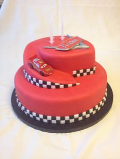 ideas for birthday cake fondant boy lightning mcqueen Disney Cars Birthday, Disney Cars Party, Cars Birthday Parties, Cool Birthday Cakes, Disney Cars Cake, Fondant Cakes, Cupcake Cakes, Car Cakes For Boys, Lightning Mcqueen Cake