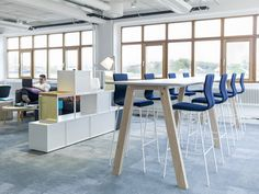 EFG Collaborate is an exclusive meeting and project table here in standing height. #europeanfurnituregroup