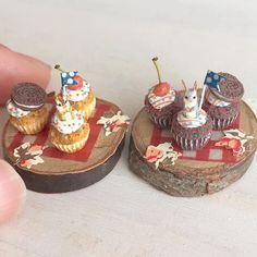 シマリスさんとグレーうさぎさんカップケーキ3種、2セット作りました。ヤフオク出品しています(^ω^) #ミニチュアフード#ミニチュア#ドールハウス#ハンドメイド#食品サンプル#カップケーキ#樹脂粘土#粘土#miniaturefood #miniature#dollhouse #cupcakes #polymerclay #clay #handmade