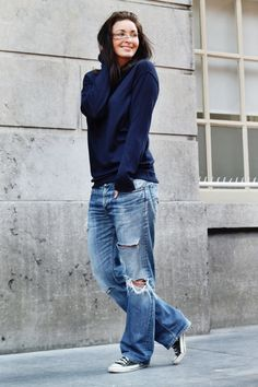 Timeless and comfortable jean outfits on the go Sommer Dresses Mode Outfit Jeans, Boyfriend Jeans Outfit, Jean Outfits, Casual Outfits, Fashion Outfits, Black Women Fashion, Womens Fashion, Fashion Fall, Outfit Elegantes