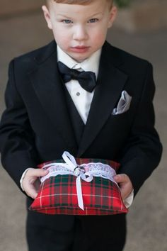 Plaid is amazing not only for Scottish weddings but also for fall and winter affairs if you want to add some rustic flare. Plaid textiles give an amazing rustic and warm feeling, and it's perfect for wraps, covers, blankets, sashes, ties...