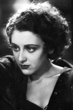 Ann Dvorak as Tony Camote's sister Cesca in Scarface Scarface 1932, Scarface Movie, Old Hollywood Movies, Hollywood Actresses, Classic Hollywood, Actor Secundario, Hollaback Girl, Republic Pictures, Ann Sheridan