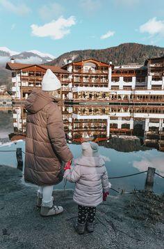 RAUS IN DIE BERGE | FAMILIENZEIT IM LIDO EHRENBURGERHOF - Stylingliebe Design Hotel, Hotels, Winter Jackets, Winter Vacations, Mountains, Winter Coats
