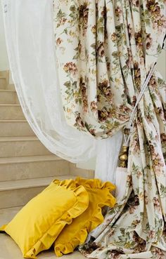 Lace Curtains, Decorative Cushions, Shabby Chic, Velvet, Home Decor, Interior Design, Home Interior Design, Home Decoration, Decoration Home