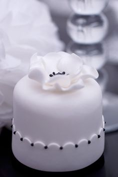 Rachelles Beautiful Bespoke Mini Cakes