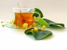 Natural Health Benefits of Basil Tea : Basil is an aromatic herb that comes in a variety of different species. Natural Home Remedies -Total Health Care Tips Natural Asthma Remedies, Natural Cures, Herbal Remedies, Natural Health, Natural Detox, Health Remedies, Natural Skin, Different Types Of Tea, Kidney Cleanse