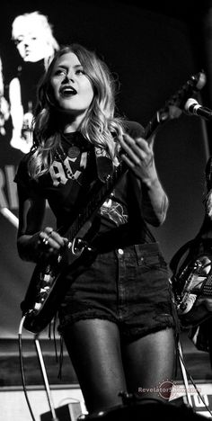 Rebecca Lovell of Larkin Poe at the Ryman 2016 photo by Ryan, revelatorshow.com All Rights Reserved