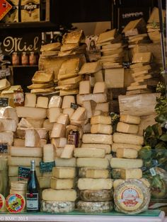 voila les delices francaises! #fromage Look at All the beautiful cheese! I ❤cheese!